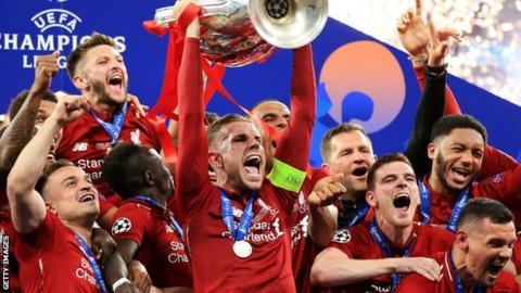 Jordan Henderson lifts the Champions League trophy