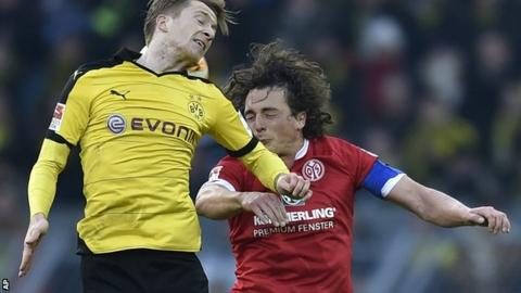 "Marco Reus, left, and Mainz""s Julian Baumgartlinger challenge for the ball"