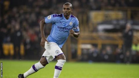 Guardiola keen for Fernandinho to pen contract extension