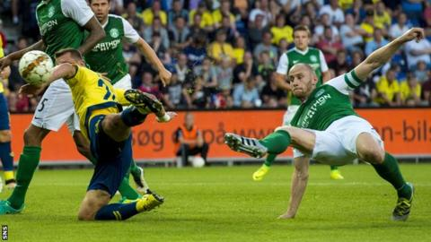 David Gray flicks home to put Hibs ahead in Brondby