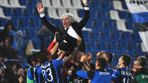 Atalanta players celebrate with coach Gian Piero Gasperini