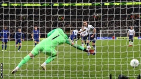 Harry Kane scores a penalty against Chelsea