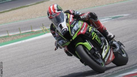 Jonathan Rea on his way to victory at Imola