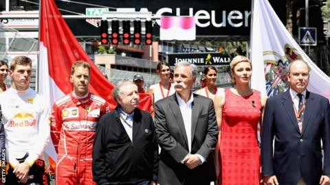 Chase Carey (centre), CEO and Executive Chairman of F1