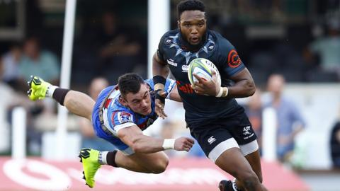 Durban, South Africa, 30 March: Jesse Kriel of the Vodacom Bulls tries to tackle Lukhanyo Am of the Cell C Sharks during their Super League encounter.