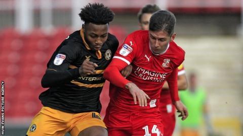 Antoine Semenyo of Newport County and Ellis Iandolo of Swindon Town battle for the ball