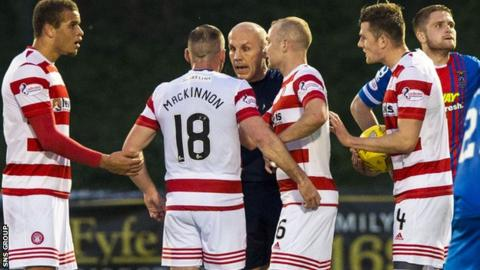 Darian Mackinnon confronts referee Stephen Finnie at New Douglas Park