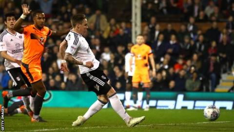 Stefan Johansen puts Fulham into the lead against Reading