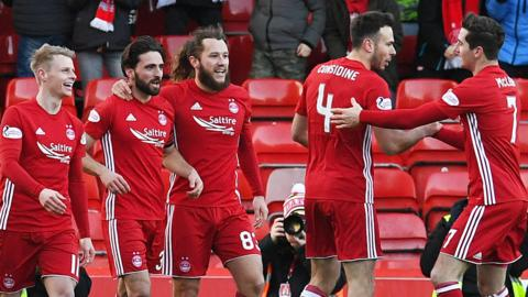Aberdeen celebrate Graeme Shinnie's goal