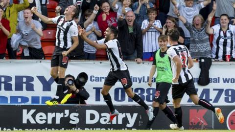 Dunfermlines Louis Longridge celebrates scoring his sides third goal making it 3-1