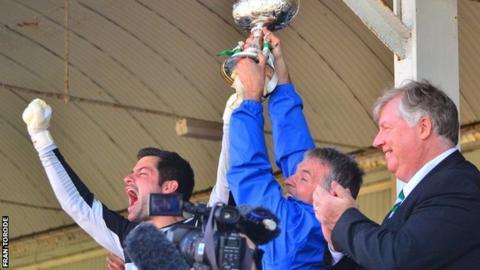 Chris Tardif lifts Muratti Vase