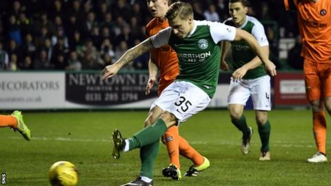 Jason Cummings scores his first goal for Hibs
