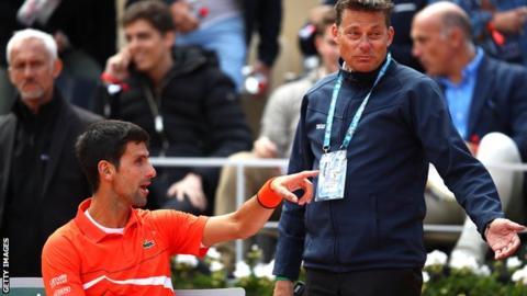 Djokovic talks to the referee