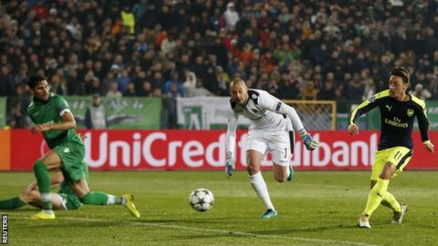 Mesut Ozil scores Arsenal's winner against Ludogorets Razgrad