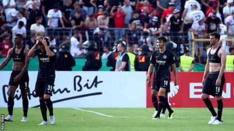 Frankfurt players look dejected at full-time