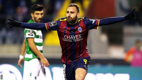 Chaves' Rafael Lopes