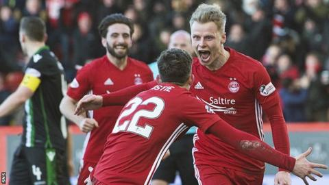 Gary Mackay-Steven (right) scored a hat-trick as Aberdeen beat Hibernian 4-1