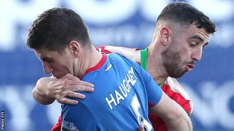 Linfield lost 3-2 at Cliftonville