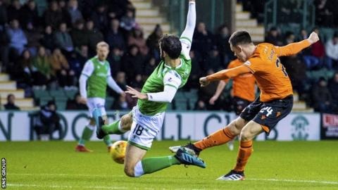 Lawrence Shankland scored his 27th goal of the season against Hibernian