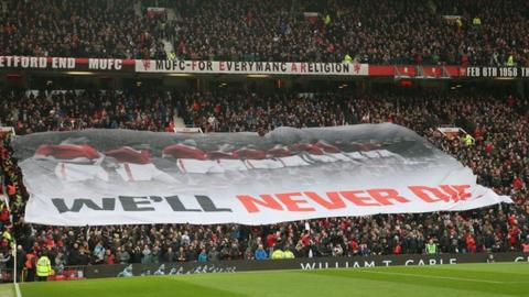 Fans commemorate the Munich air disaster
