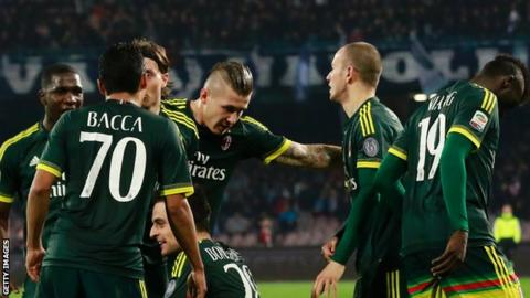 Giacomo Bonaventura celebrates AC Milan's leveller