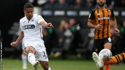 Wayne Routledge in action against Hull City