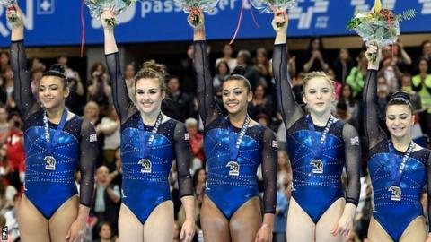Elllie Downie, Ruby Harrold, Claudia Frapagne, Gabrielle Jupp and Rebecca Downie receive silver medals