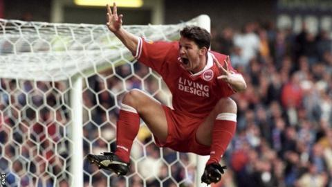 Dean Windass celebrates a goal with Aberdeen