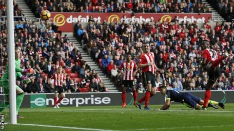 Alexis Sanchez scores for Arsenal at Sunderland