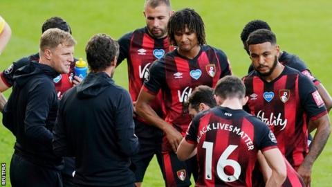 Eddie Howe talks to his Bournemouth players