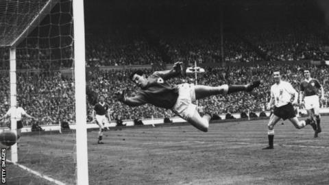 Gordon Banks in action for Leicester against Spurs in the 1961 FA Cup final