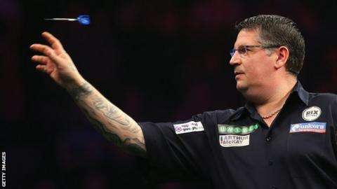 Gary Anderson throws a dart