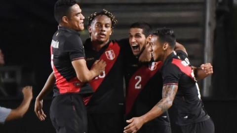 Peru celebrate late goal against Brazil