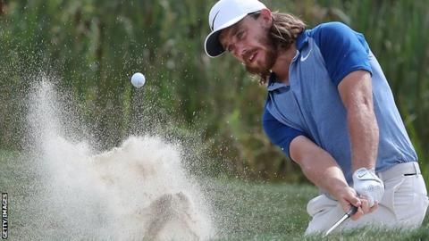 Wallace narrowly leads Dubai golf finale