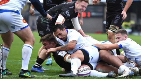Dragons number eight Taine Basham stretches for his second try against Castres