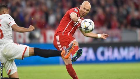 Arjen Robben shoots