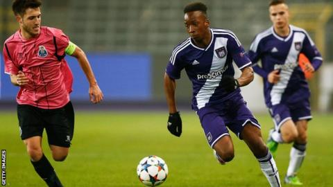 Dodi Lukebakio playing for Anderlecht