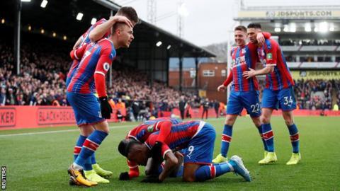 Crystal Palace celebrate Jordan Ayew's goal