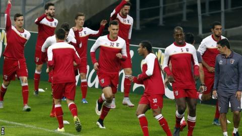 Braga players warm up