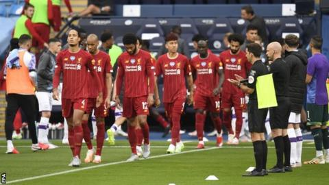 Manchester City give champions Liverpool a guard of honour