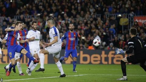 Lucas Digne scores for Barcelona