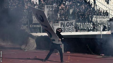Violence delayed the start of the Greek cup final
