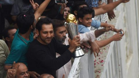 Sarfraz Ahmed holds aloft the Champions Trophy