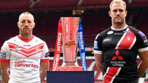 James Roby and Lee Mossop with the Super League trophy