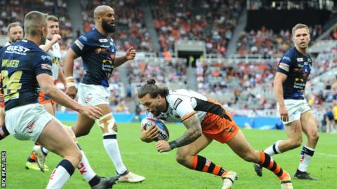 Alex Foster scores for Castleford
