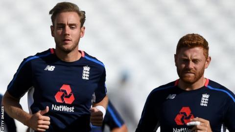 Curran, Buttler save England against Sri Lanka spin