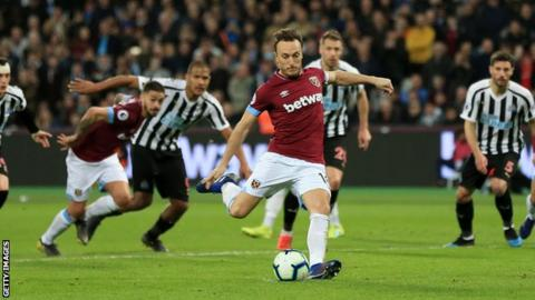 Mark Noble converts from the penalty spot for West Ham
