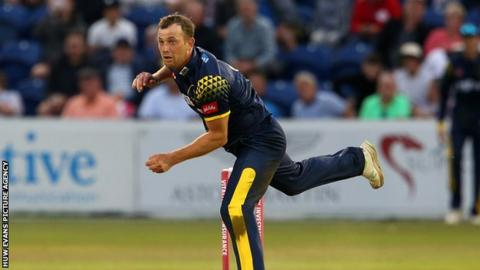 Vitality Blast - Graham Wagg of Glamorgan bowling