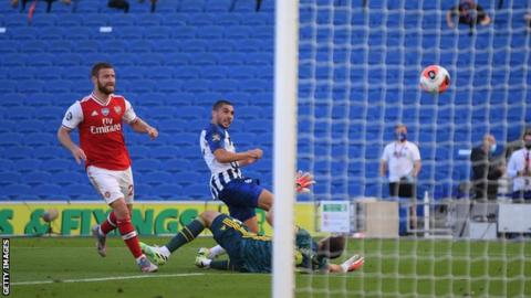Neal Maupay scores