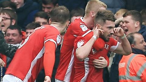 Tom Bradshaw scores for Barnsley